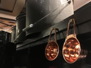 今日はせっせとお店の準備&コーヒー豆のピッキング・テストローストです!