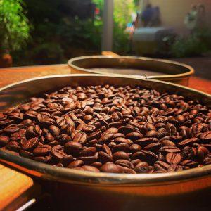 当店のコーヒー生豆を¥298/100gで販売中♪15分の自家焙煎で格安GET‼︎